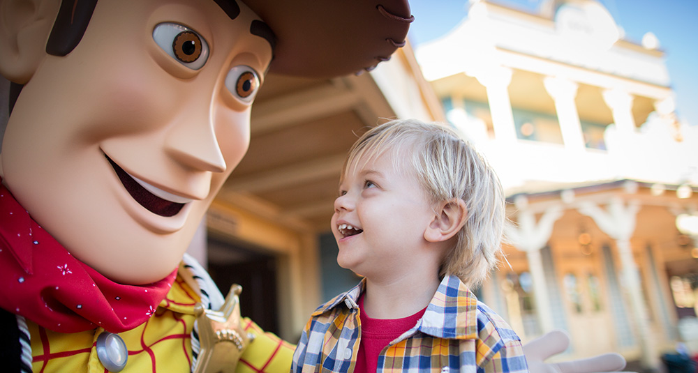 Photo souvenir avec woody à Disney World